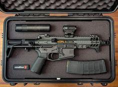 This AR pistol is just perfect! Weapons Guns, Airsoft Guns, Guns And Ammo, Custom Guns, Military Guns, Cool Guns, Tactical Gear, Tactical Survival, Firearms