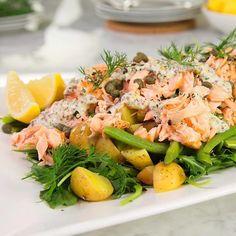 Cette salade tiède saumon et pommes de terre avec vinaigrette à l'aneth de @thedomesticgeek1 est notre inspiration #fraichementpresse du jour! #healthy #mtlblogger #foodblogger #qcblogger #salad
