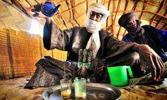 Pouring chai in Mali.