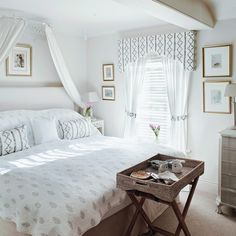 Traditional bedroom pictures and photos for your next decorating project. Find inspiration from of beautiful living room images Modern Shutters, Curtains Uk, Bedroom Curtains, Country House Interior, Country Homes, Living Room Images, Curtain Styles, Bedroom Pictures, Vintage Room