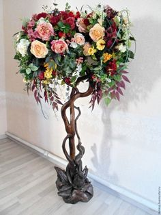 Напольная композиция на коряге из искусственных цветов и растений – купить  или заказать в интернет- cb51f4162ce