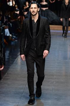See the complete Dolce & Gabbana Fall 2015 Menswear collection.