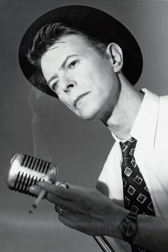 """Photographer Frank W. Ockenfels 3 on Shooting David Bowie: """"He Always Wanted to Be More About the Now Than Anything"""" http://rss.feedsportal.com/c/34793/f/641585/s/4cd7a7fe/sc/38/l/0L0Shollywoodreporter0N0Cnews0Cphotographer0Efrank0Ew0Eockenfels0E30E855257/story01.htm Music http://www.hollywoodreporter.com/taxonomy/term/61/0/feed
