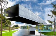 Hoki Museum Chiba, Japan Architect: Nikken Sekkei Ltd. Cantilever Architecture, Architecture Design, Museum Architecture, Architecture Magazines, Japanese Architecture, Concept Architecture, Contemporary Architecture, Amazing Architecture, Modern Buildings