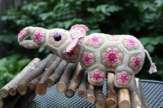 Woolbunnies: Little African Flower Crochet Elephant. Pattern by Heidi Bears: http://www.ravelry.com/patterns/sources/heidi-bears-ravelry-store