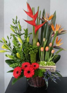 Fantastic Photo Exotic Flowers arrangements Ideas Nearby bouquets in addition to flowers generally is a wonderful addition to any kind of company or perhaps di Exotic Flowers, Tropical Flowers, Fresh Flowers, Beautiful Flowers, Ikebana, Deco Floral, Floral Design, Flower Close Up, Online Florist