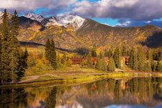 The changing leaves, chill in the air... Here are 9 of the best spots to visit this #fall: https://www.aladyinlondon.com/2016/09/best-places-travel-autumn.html