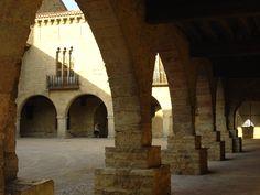 Plaza porticada de Cantavieja (Teruel -Spain-)