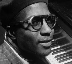 La vuelta al piano de Thelonious Monk, por Julio Cortázar > http://zonaliteratura.com/index.php/2014/09/09/la-vuelta-al-piano-de-thelonious-monk-por-julio-cortazar/