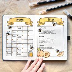 16 Bee & Honeycomb Themed Bullet Journal Layout Ideas Bee and honeycomb layouts are increasingly popular this season and I wanted to show it off. Here are 16 bee and honeycomb themed bullet journal layouts. Bullet Journal School, Bullet Journal Inspo, Bullet Journal Spreads, Bullet Journal Lettering Ideas, Bullet Journal Banner, Bullet Journal 2019, Bullet Journal Notebook, Bullet Journal Aesthetic, Bullet Journal Ideas Pages