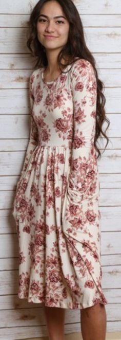 Amazing 44 Beautiful Floral Midi Dresses That Inspire from https://www.fashionetter.com/2017/06/14/44-beautiful-floral-midi-dresses-inspire/