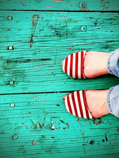 turquoise ~ and red stripes Striped Shoes, Red Shoes, Me Too Shoes, White Shoes, Striped Espadrilles, Color Turquesa, Shoe Gallery, Baby Girl Fashion, Red Stripes