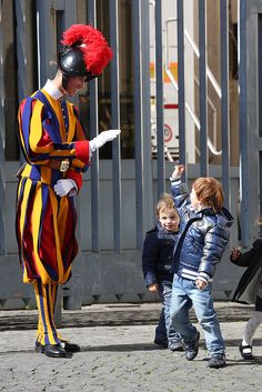A Swiss Guard greeting little children at the Vatican Rome Travel, Italy Travel, Swiss Guard, Bride Of Christ, Pope John, Papa Francisco, Men In Uniform, Vatican City, Roman Catholic
