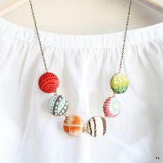The Modern Button Statement Necklace by NestPrettyThingsShop Fabric Jewelry, Diy Jewelry, Jewelry Making, Unique Jewelry, Jewelry Ideas, Jewellery, Button Necklace, Fabric Covered Button, Brass Chain