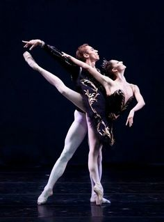 Oksana Skoryk and Igor Kolb of the Mariinsky Ballet in the Black Swan Pas de Deux from 'Swan Lake' Dance Photos, Dance Pictures, Dance Images, Australian Ballet, Dance Training, Dance Like No One Is Watching, Dance Tights, Russian Ballet, Ballet Dancers