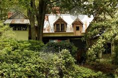 Fontainebleau: The Crumbling Heritage of Frederick McCubbin Heidelberg School artist's residence. Australian Homes, Artist Painting, Cabin, Paintings, Artists, Decorating, House Styles, School, Home Decor