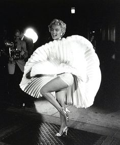 American film actress and sex symbol Marilyn Monroe (born Norma Jeane Mortenson, 1926 - on location (at Lexington Avenue and Street) during the filming of 'The Seven Year Itch' (directed by Billy Wilder, New York, New York, September Marylin Monroe, Marilyn Monroe Photos, Classic Hollywood, Old Hollywood, 7 Year Itch, Cinema Tv, Foto Fashion, Photocollage, Actrices Hollywood