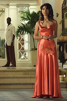 Sexy elegant long evening& prom dress inspired by Caterina Murino. She was in this sexy evening dress in Movie Casino Royale She looks glamorous! Red Satin Prom Dress, Satin Gown, Satin Dresses, Silk Gown, Purple Dress, Silk Satin, Casino Royale Dress, Casino Dress, Casino Outfit