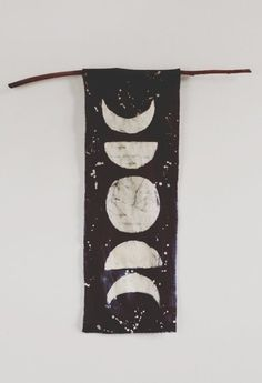 Moon Phases Wall Hanging diy craft crafts diy ideas diy crafts do it yourself diy projects crafty Diy And Crafts, Arts And Crafts, Space Crafts, Fall Crafts, Modern Retro, Diy Art, Diy Projects, Moon Projects, Textiles