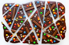 Easy Halloween party recipes: Candy Bark. Looks awesome.