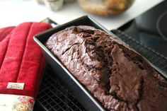 Chocolate Banana Bread - I added chocolate chips just cause I love chocolate - yummy! No Bake Desserts, Just Desserts, Delicious Desserts, Dessert Recipes, Yummy Food, Fun Recipes, Vegan Desserts, Recipe Ideas, Chocolate Chip Banana Bread