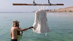 Artist Immeserses Gown In The Dead Sea For 2 Years And It Transforms Into a Salt Crystal Masterpiece artsnskills: Israeli artist Sigalit Landau decided to submerge herself into the mystery and effects. Sea Dress, Dead Sea, Sculpture, The Incredibles, Wedding Dresses, Amazing, Crystal, Woman Dresses, Pure White