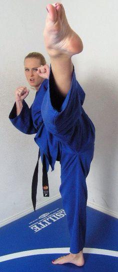 Indian Martial Arts, Martial Arts Women, Mixed Martial Arts, Tough Woman, Tough Girl, Kyokushin Karate, Karate Kick, Black Dancers, Self Defense Martial Arts