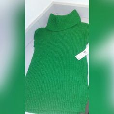 Sleeveless Turtleneck Green Ralph Lauren Sleeveless Turtleneck MUST GO- Feel Free To Make An Offer Ralph Lauren Tops Tunics