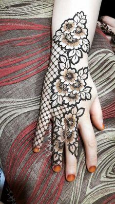 Beautiful henna pattern/new mehendi design for wedding season - Indian Fashion Ideas Basic Mehndi Designs, Floral Henna Designs, Latest Bridal Mehndi Designs, Mehndi Designs For Beginners, Mehndi Designs For Girls, Mehndi Design Photos, Wedding Mehndi Designs, Mehndi Designs For Fingers, Dulhan Mehndi Designs