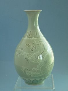 Thisis a pretty dragon Pattern vase which was made in the to century Korean,It has high art and collection value. You could see the original soil ooze spot from outside of the vase which cannot be copied by counterfeiter. Glazes For Pottery, Ceramic Pottery, Glass Ceramic, Ceramic Art, Korean Pottery, Celadon, Dragon Pattern, Green Vase, Korean Art