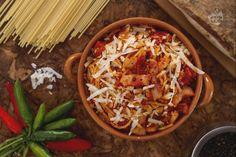 Gli spaghetti all'Amatriciana sono un primo piatto simbolo della tradizione culinaria italiana e sono a base di guanciale e pecorino.
