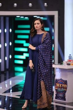 Sana Javed Simple but Eye Catching Pictures from Jeeto Pakistan League Stylish Dresses For Girls, Stylish Dress Designs, Designs For Dresses, Simple Dresses, Beautiful Pakistani Dresses, Pakistani Dresses Casual, Pakistani Dress Design, Dress Indian Style, Indian Fashion Dresses