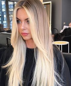 Hair Color Trends Cutest Bright Blonde Highlights for Sleek Straight Hair in 2019 Blonde Layered Hair, Bright Blonde Hair, Straight Layered Hair, Blonde Hair Looks, Blonde Shades, Blonde Foils, Hair Cuts For Long Hair Straight, Blonde Straight Hair, Thin Hair
