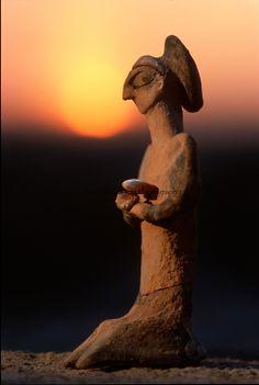 Human form statuette, artifact; Oxus Civilization; Turkmenistan; Gonor Depe site; Victor Sarianidi;