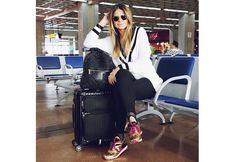 A gente ama os looks da Thassia Naves. Ela não deixa o estilo de lado nem para voar! (Foto: Instagram)