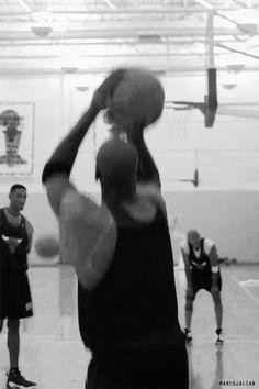 Michael Jordan shooting, Ron Harper the rebound and Scottie Pippen Basketball Tumblr, Jordan Basketball, Basketball Shooting, Nba Players, Basketball Players, Basketball Tickets, Chicago Bulls, Michael Jordan Pictures, Jordan Bulls