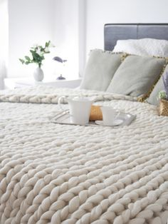 diy decoration dessus de lit en laine ou acheter Chunky Wool Blankets to Buy or DIY Home Bedroom, Master Bedroom, Bedrooms, Bedroom Decor, Bedroom Ideas, Bedroom Headboards, Bedroom Table, Bedroom Furniture, Chunky Wool