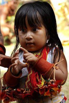 Menina índia Guarani Kaiowa, Brasil