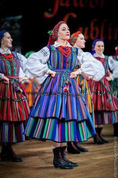 "polishcostumes: ""Opoczno, central Poland. Photography © Przemysław Struś. "" Culture Clothing, Folk Clothing, Ethnic Fashion, Love Fashion, Poland Culture, Polish Clothing, Polish Folk Art, Art Populaire, Costume Collection"