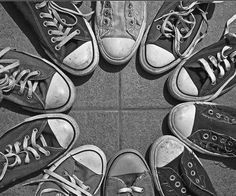 Converse Chuck Taylor's never go out of style. wore different colors on each foot Chuck Taylors, Converse Chucks, Converse All Star, Cheap Converse, Colored Converse, Converse Classic, Converse Trainers, Nike Sneakers, Gestalt Laws