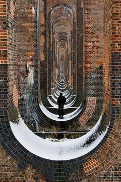 Minecraft brick world as rhythmical Victorian engineering - Balcombe viaduct West Sussex England Amazing Architecture, Architecture Design, Computer Architecture, Paper Architecture, Indian Architecture, Garden Architecture, Fotografie Portraits, Arch Building, Building Ideas