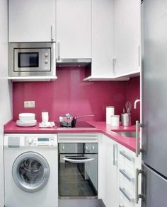 Allt-i-ett-kök I detta kompakta kök har man lyckats få in förvaring, bänkytor, spis, micro samt en tvättmaskin. Här har man verkligen trollat med få kvadratmeter. – Sköna hem