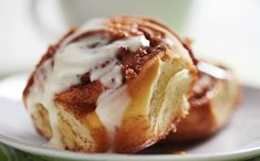 Learn how to prepare this easy Gluten-Free Biscuit Cinnamon Rolls recipe like a pro. With a total time of only 50 minutes, you'll have a delicious breakfast ready before you know it. Biscuit Cinnamon Rolls, Cinnamon Bun Recipe, Apple Cinnamon Rolls, Cronut, The Great British Bake Off, Gluten Free Biscuits, Pancakes, Rolls Recipe, Food Processor Recipes
