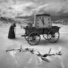 Conheça as belíssimas, misteriosas, sombrias e intrigantes fotos surreais em preto e branco de Dariusz Klimczak.