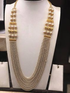 Necklaces Layered gold layered necklace designs - Looking for Gold layered necklace designs? Here are our picks of 20 designs and where you can shop them online! Gold Jewellery Design, Bead Jewellery, Pearl Jewelry, Wedding Jewelry, Antique Jewelry, Gold Jewelry, Beaded Jewelry, Jewellery Shops, Jewelery