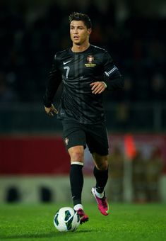 Cristiano Ronaldo, you have to say he looks good, confident and ready for the options before he hits the mess behind the goalie... :}