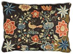KUDDE, broderad. 52 x 71,5 cm. Sverige 1700-tal. - Bukowskis