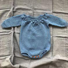 #dottedbody •• Det er så fjernt og uvirkelig at jeg, om et par måneder, kan dresse opp en egen baby i hjemmestrikk •• oppskrift fra @tiddelibom.no og garn fra @lofotstrikk Knitted Baby Clothes, Knitted Romper, Baby Kids Clothes, Baby Girl Fashion, Toddler Fashion, Kids Fashion, Knitting For Kids, Baby Knitting Patterns, Pinterest Baby