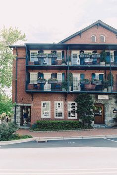 Don't miss this local's guide to Highlands NC! Old Edwards Inn, Highlands Nc, Ugly Dogs, Glens Falls, Dog Friendly Hotels, Best Travel Guides, United States Travel, Travel Inspiration, Southern