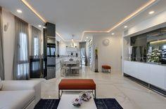 כחול עמוק: שיפוץ דירה בטיילת בתל אביב | בניין ודיור
